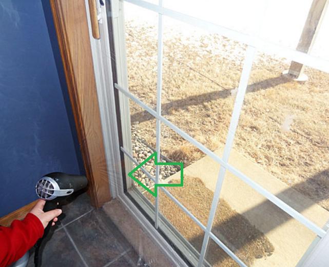 Поставяне на прозрачно фолио на прозорци и дограма